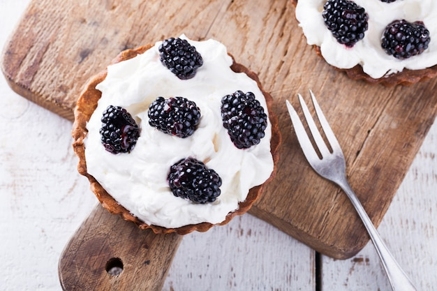 Tartlets with blackberries