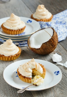 Tartlets with coconut cream and meringue