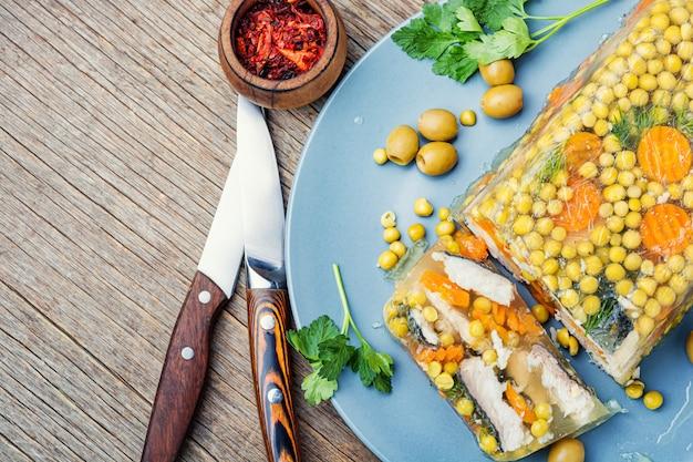 맛 있는 aspic 물고기입니다.
