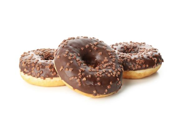 Вкусные запеченные пончики, изолированные на белом фоне