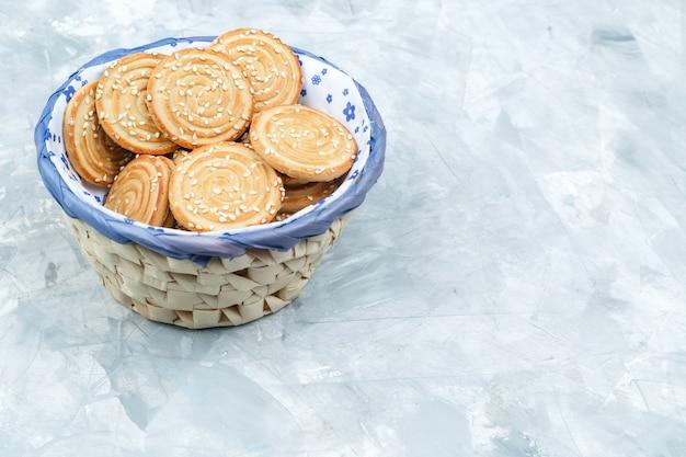 Gustosi biscotti su sfondo grungy