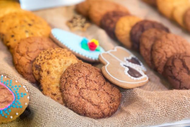 Вкусное печенье на упаковке крупным планом