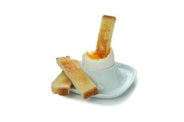 白で分離されたトーストとおいしいゆで卵