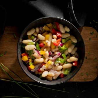 그릇에 맛있는 영국 콩 스튜 무료 사진