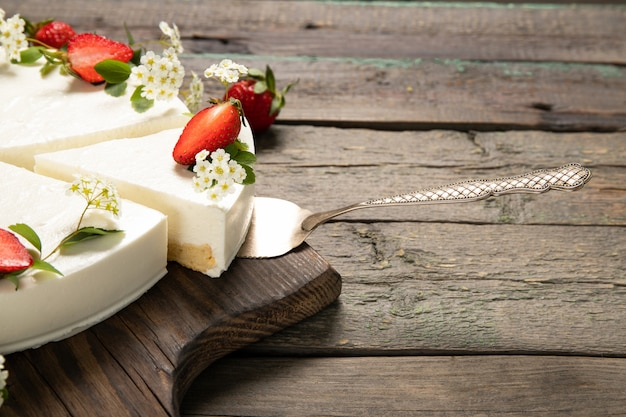 Tasty cheesecake with strawberries on a wooden background. beautiful composition