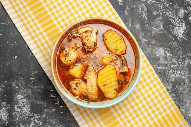 Вкусный куриный суп с картофелем