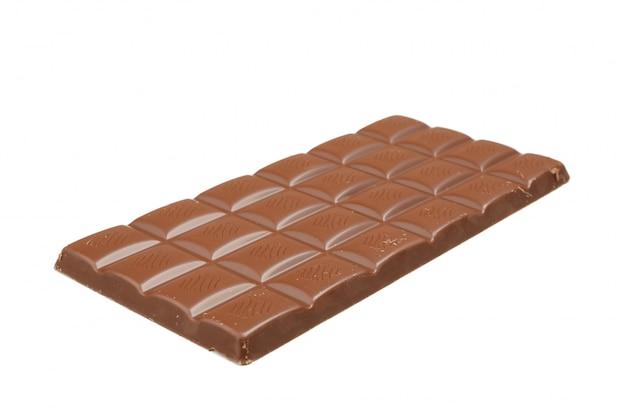 白で隔離されるおいしいチョコレートバー