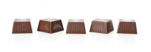 白で隔離されるおいしいチョコレート菓子