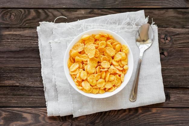 Tasty corn flakes in bowl.