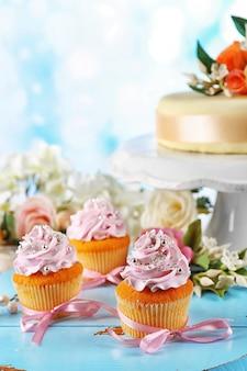 おいしいカップケーキとケーキ