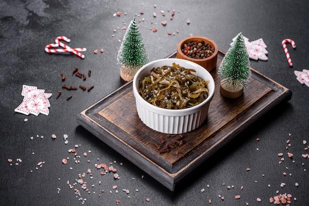 먹을 준비가 된 맛있는 신선한 바다 양배추
