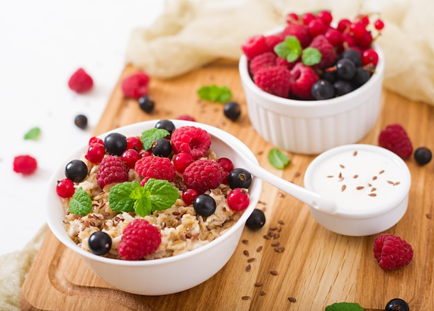 Tasty and healthy oatmeal porridge with berry, flax seeds and yogurt. healthy breakfast.  proper nutrition