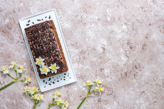 Gustosa torta al tartufo al cioccolato fatta in casa con caffè
