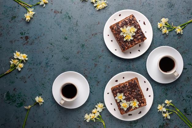 コーヒーとおいしい自家製チョコレートトリュフケーキ