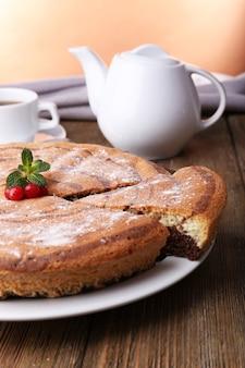 Вкусный домашний пирог на столе