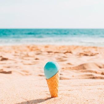 해변에서 맛있는 아이스크림