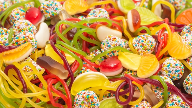 Вкусные желейные конфеты. вид сверху.