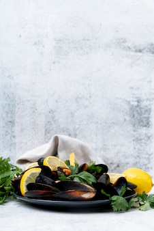 Tasty mussels with lemon front view