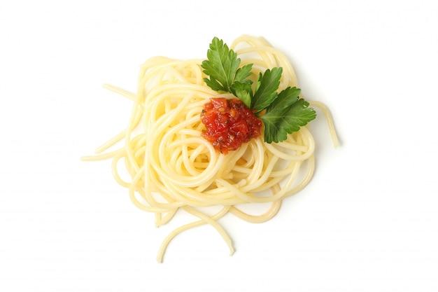 Вкусные макаронные изделия изолированные на белой стене. еда для спагетти