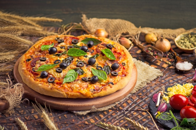 Tasty pizza with chicken, vegetables and olives