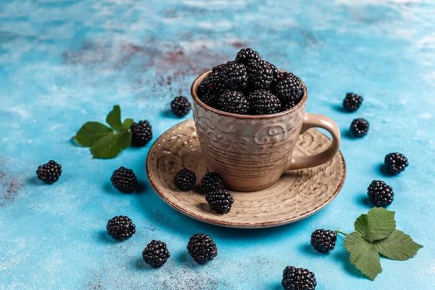 おいしい完熟甘くて健康的なブラックベリー。