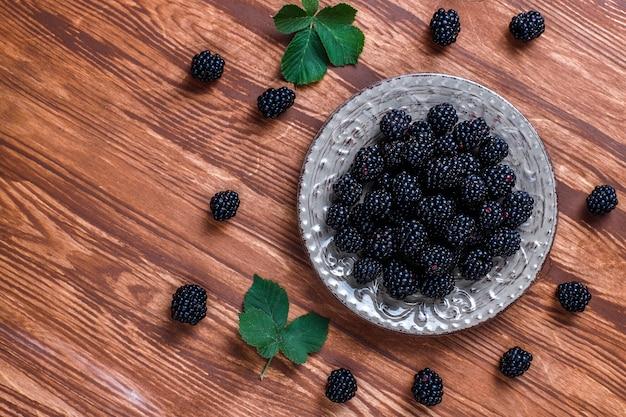 맛있는 익은 달콤한 건강한 블랙 베리.