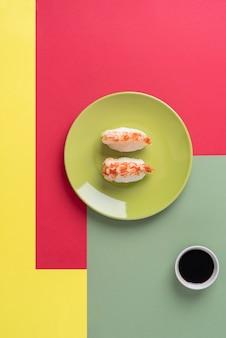 上から見た美味しいお寿司と醤油