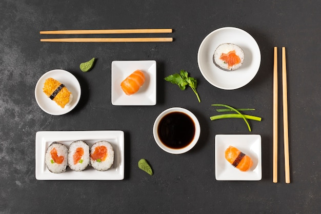 Вкусные суши с соевым соусом