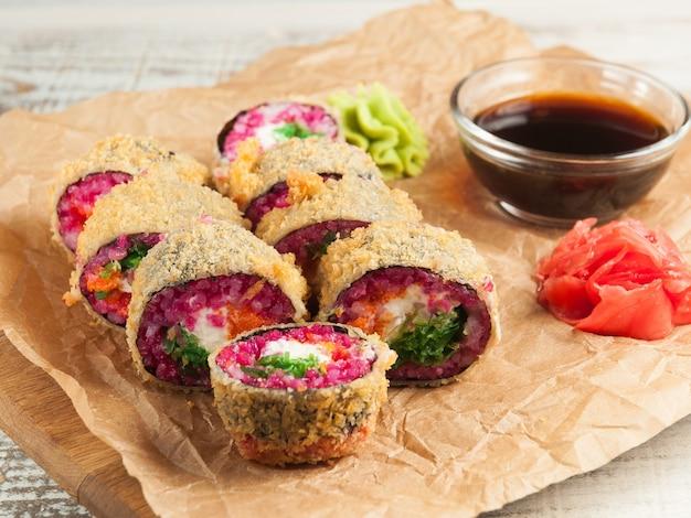 ちゅか、クリームチーズ、まさががキャビアが入った美味しい天ぷら巻き寿司