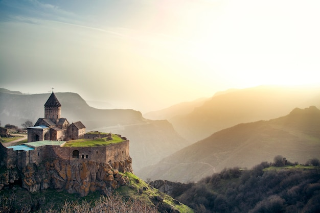 タテウ修道院とアルメニアの山