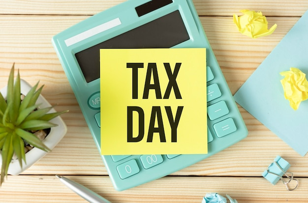 ワークデスクテーブルの付箋に課税日