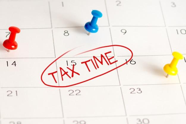 Tax time handwritten mark in daily scheduler Premium Photo