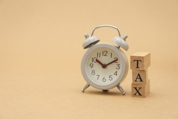 電卓でその年の年間所得(tax)を支払います。