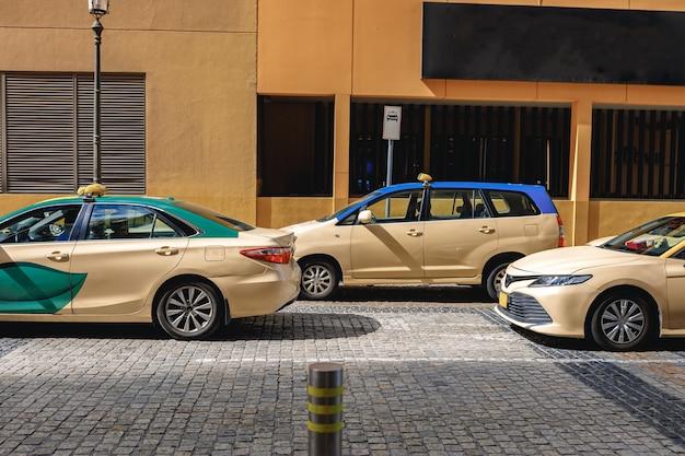 아랍에미리트 두바이 시내에 주차된 택시