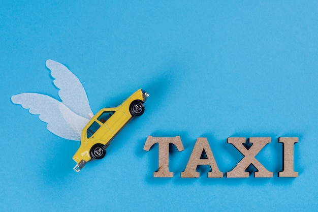 翼付きタクシー車、未来の車。