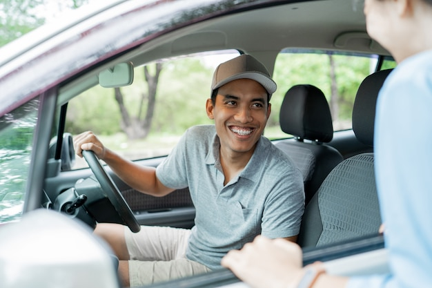 Taxi driver pick a customer when asking the destination