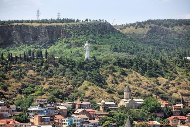 트빌리시, 조지아, 2017년 7월 18일: 타마르 여왕 기념비의 전망