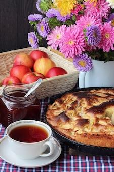 紅茶とアップルパイのシャーロット。