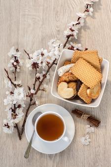 お茶とアプリコットの花