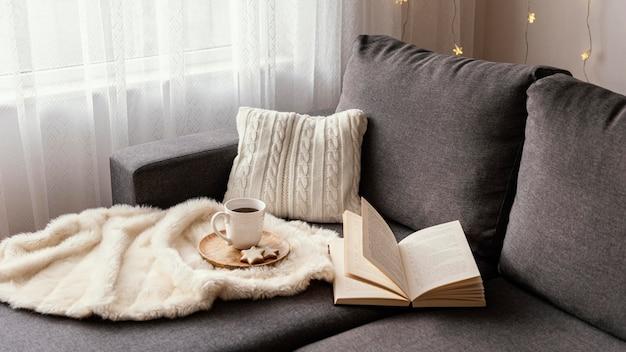 휴식을위한 차와 책