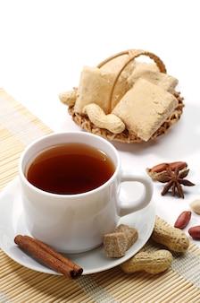 お茶と東のお菓子のシャーベットがクローズアップ