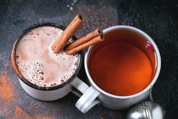 Чай и горячий шоколад