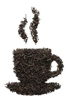 乾燥した紅茶の葉で作られたティーカップの形。分離されました。