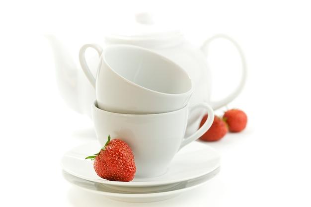 Чайные чашки с клубникой
