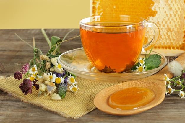 お茶、はちみつ、花