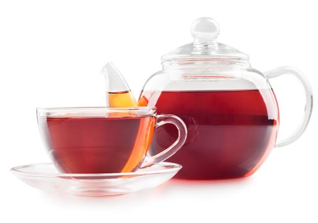 Чай в чашке, изолированные на белом фоне