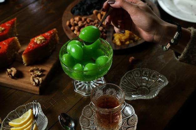 Чайный сервиз с джемом из фейхоа