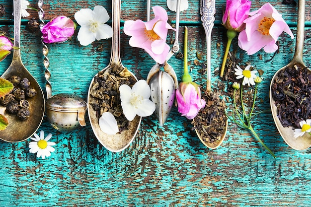 Tea spoons with tea leaves