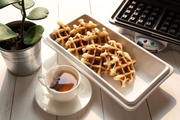 Чаепитие с вафлями после обеда