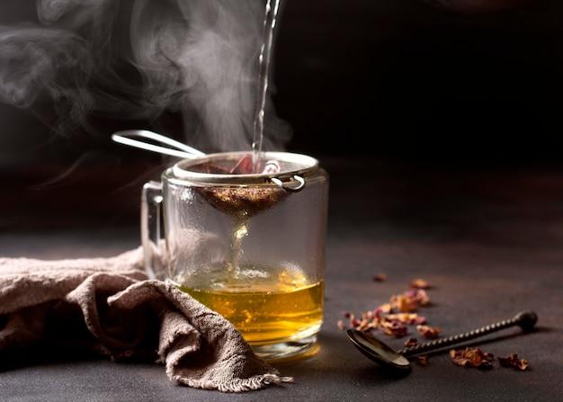 Tè invernale bevanda e tessuto di juta